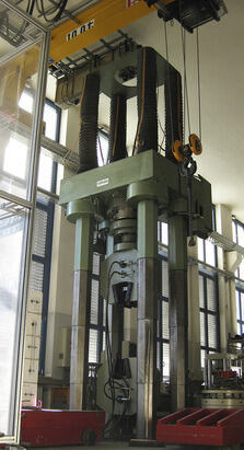 Photo of 5 MN testing machine